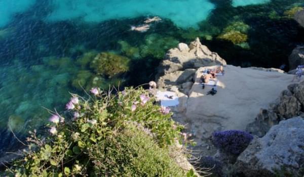 Itinerario delle Egadi: Tour in barca ed Escursioni Archeologiche